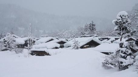 Indah Nian Desa Tradisional Jepang Yang Tertutup Salju
