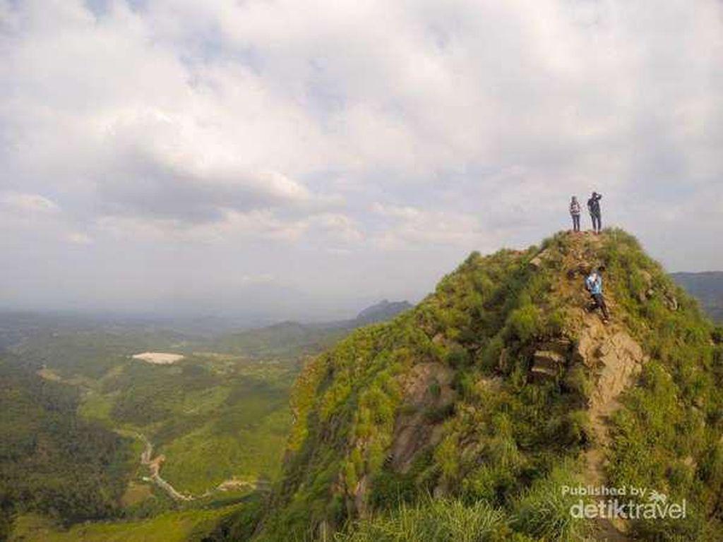 Ayo Naik 5 Gunung Ini! Rayakan Kebebasan Sebagai Jomblo