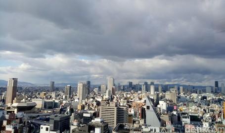 Osaka Dari Lantai 29, Hutan Beton Dan Kelap-kelip Lampu