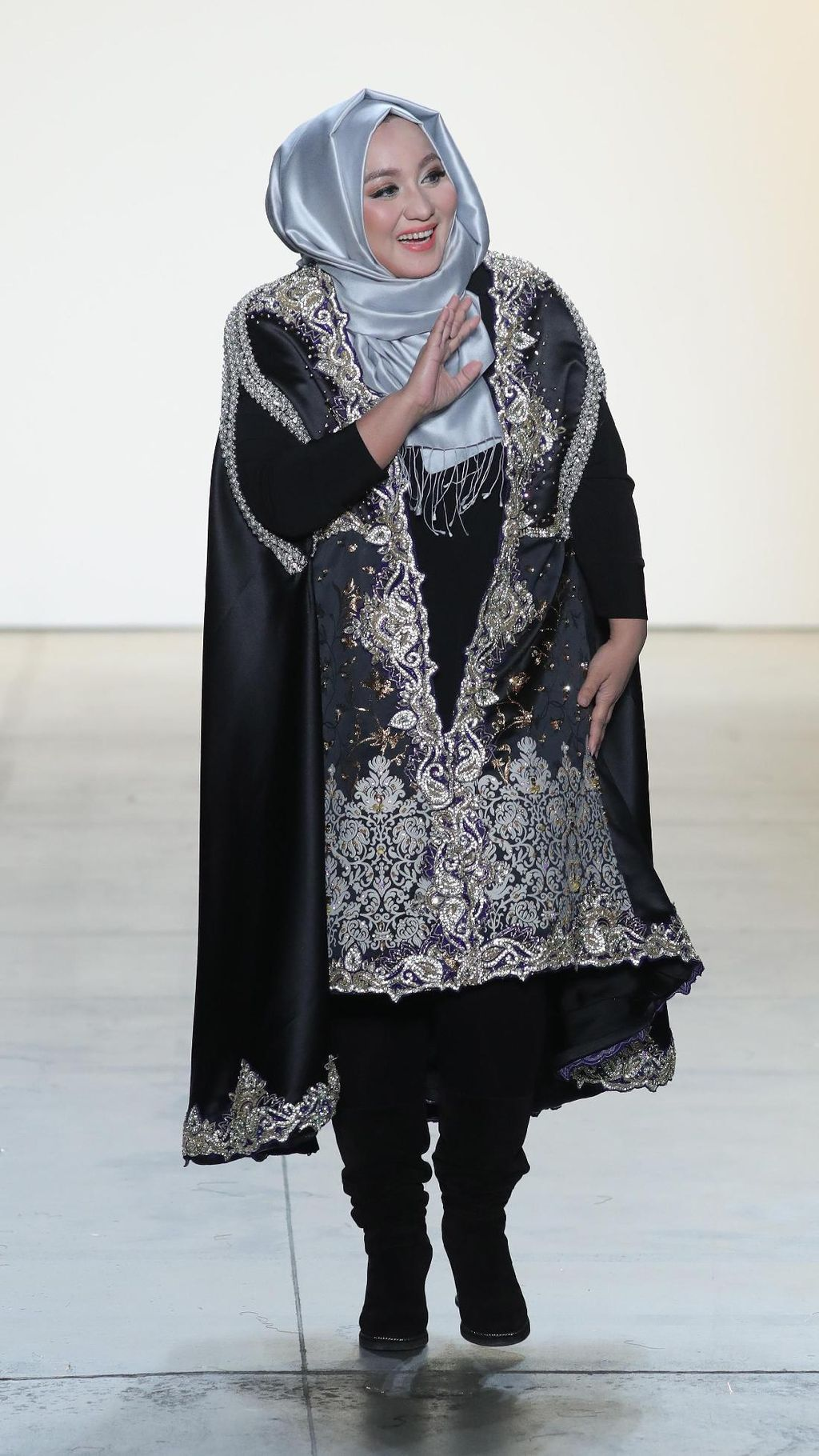 Tangis Haru Anniesa Hasibuan Pasca Tampil di New York Fashion Week