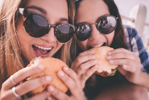 Ini Alasan yang Bikin Orang Doyan Makan Junk Food