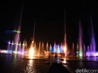 Pertunjukan Spektakuler Air Mancur Sri Baduga Purwakarta