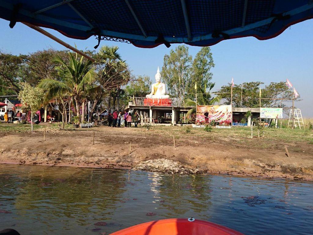 Legenda di Balik Danau Pink Thailand