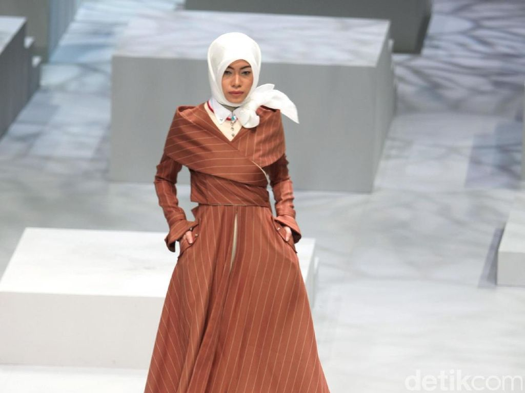 Foto: Koleksi Kursein Karzai di Indonesia Fashion Week 2017