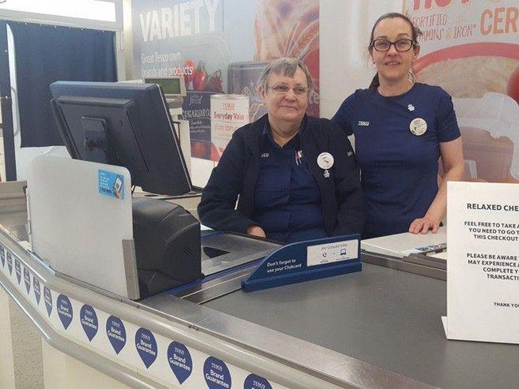 Supermarket Ini Sediakan Layanan Kasir Khusus untuk Penderita Demensia