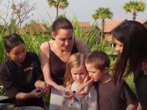 Fear Factor, Ketika Angelina Jolie Makan Laba-laba Hingga Kalajengking