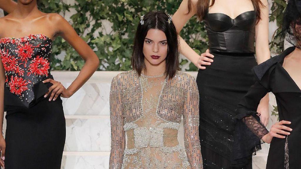 Kendall Jenner Pamer Rambut Baru di New York Fashion Week, Mana Favoritmu?