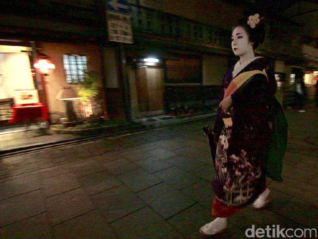 Jangan Jalan Cepat-cepat, Geisha!