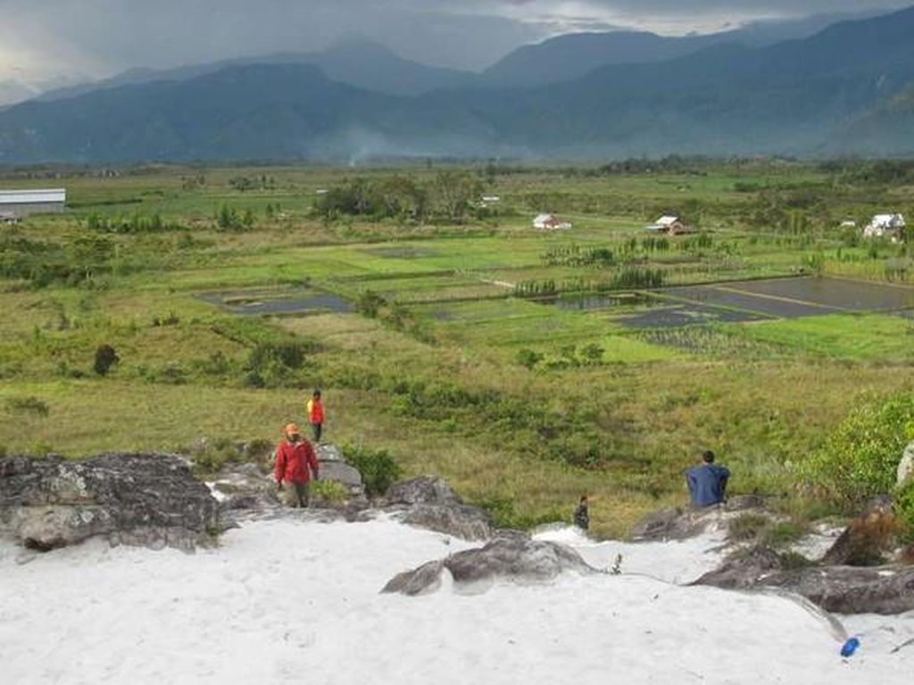 Pantai di Atas Bukit Ala Papua
