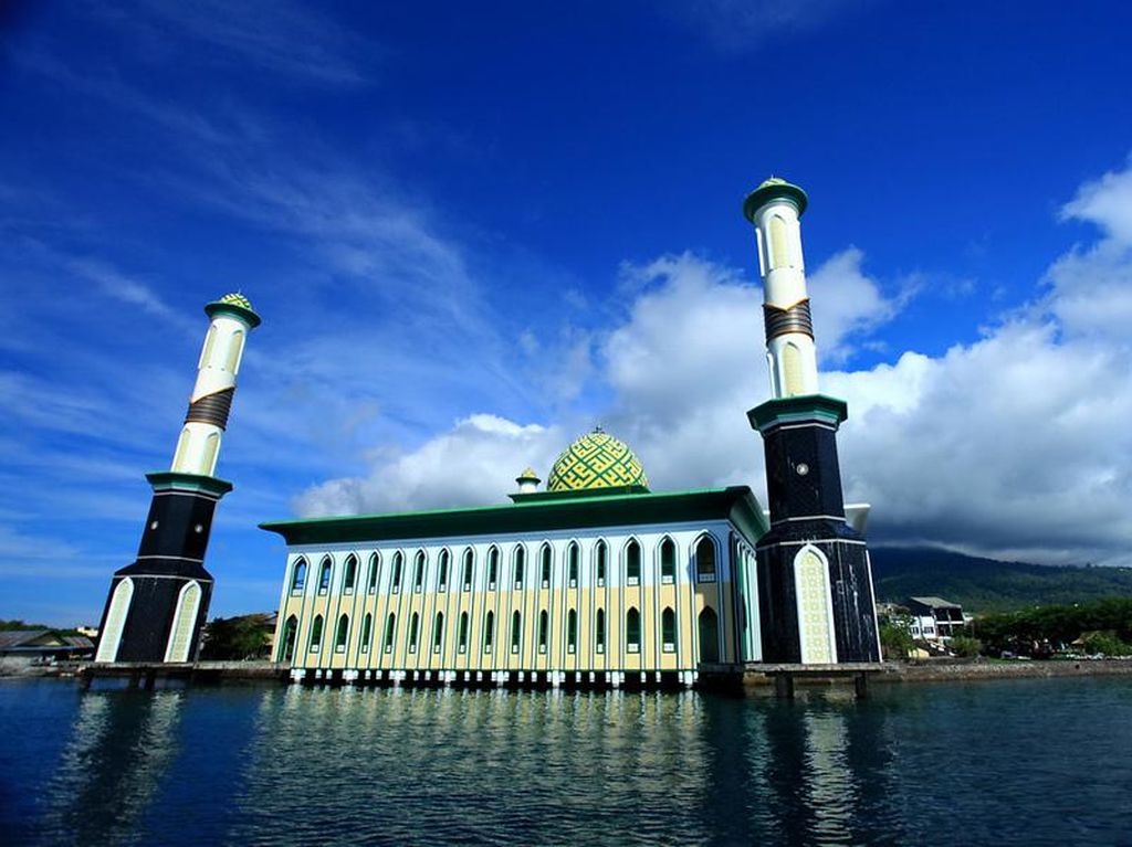 Ternate Punya Masjid Terapung!