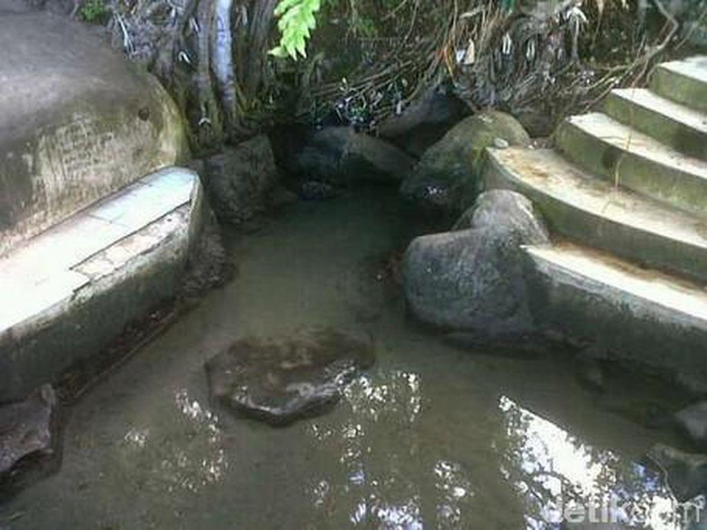 Air Panas di Pantai Mungkin Cuma Ada di Tidore