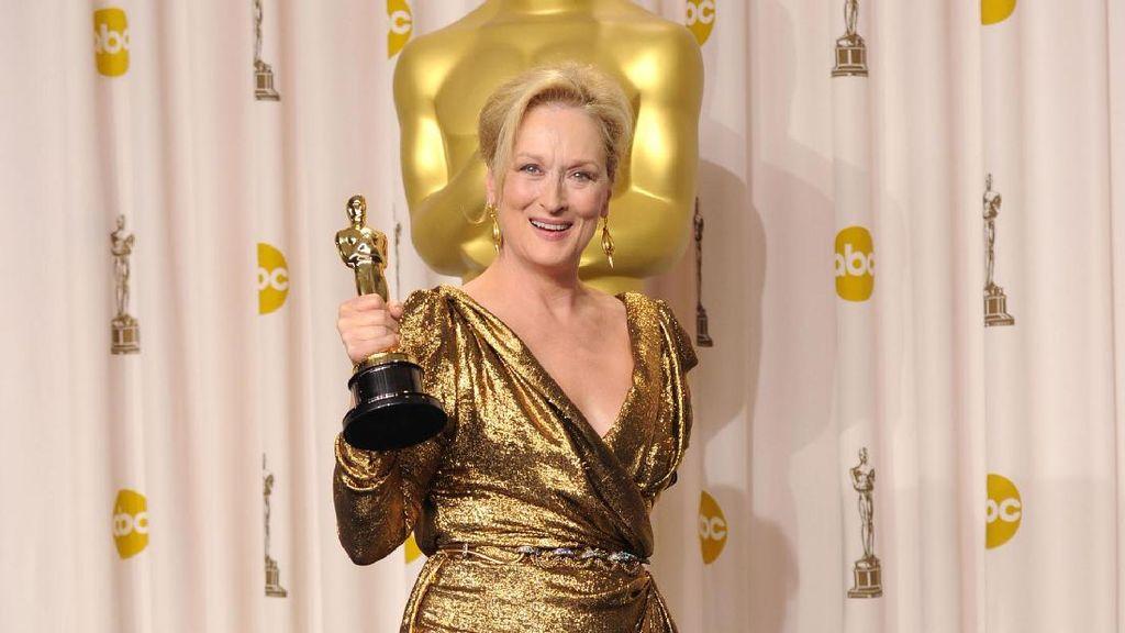 Meryl Streep Mau Pakai Gaun Chanel ke Oscars Asalkan Dibayar