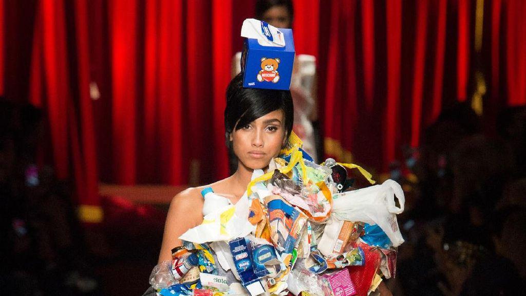 Foto: Ketika Sampah Jadi Inspirasi Fashion Mewah ala Moschino