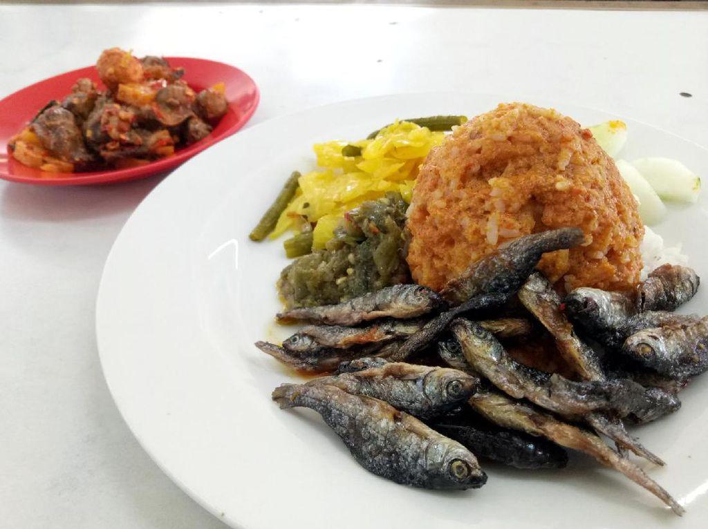 Bakso Kudus Hingga Nasi Padang Ada di Kantin Plaza Senayan