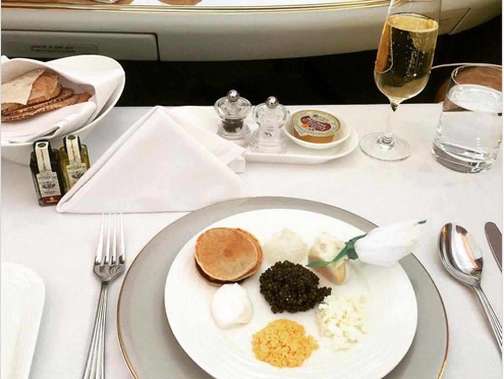 Ini 8 Maskapai Penerbangan dengan Menu Makan First Class yang Mewah (1)
