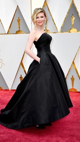 Gaun Oscar Kirsten Dunst Ternyata Dirancang Tahun 1952