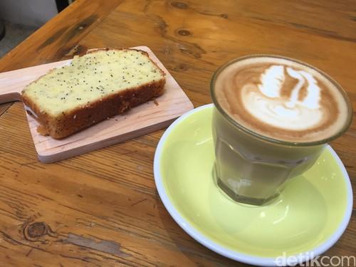 Pigeonhole Coffee: Enaknya Menyesap Caffe Latte Ditemani Banana Lemon Cake