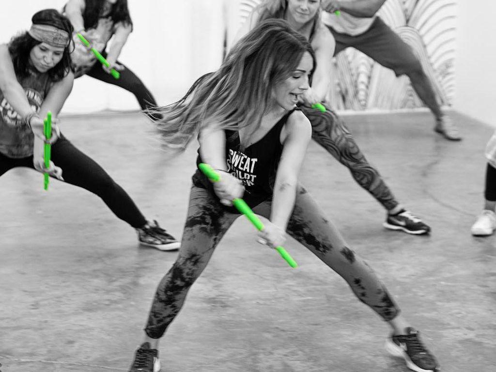 Pound Fit, Olahraga dengan Gerakan Menabuh Drum yang Kini Populer