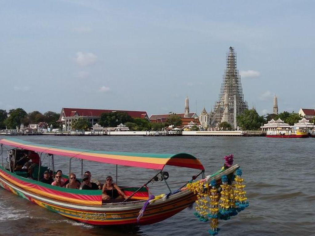 Begini Asyiknya Menyusuri Sungai Chao Phraya Thailand