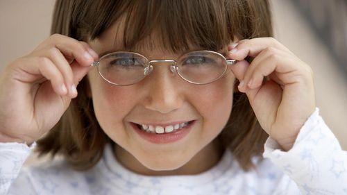 Jarang Pakai Kacamata Bikin Minus Mata Pada Anak Bertambah?