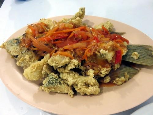 Ikan Goreng dengan Paduan Sambal Pedas Enak Ada di 5 Restoran Ini