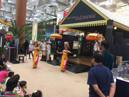 Ketika Angklung dan Batik Bikin Heboh Bandara Changi