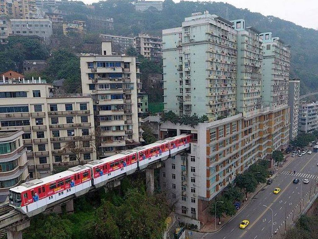 Kreatifnya Monorel China, Menyelinap Masuk Menembus Apartemen
