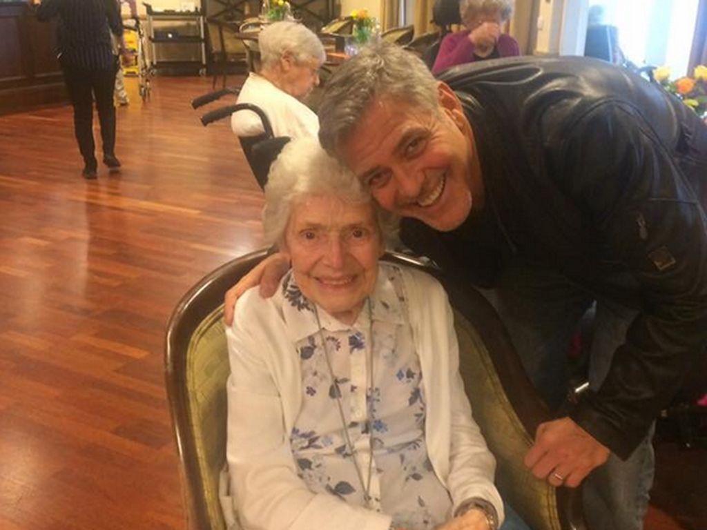 So Sweet! George Clooney Beri Kejutan untuk Fans yang Ultah ke-87