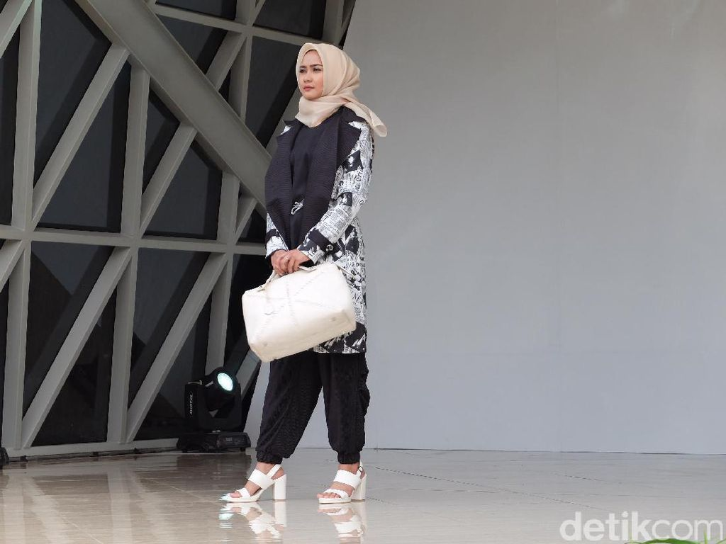 Desainer Bandung Anggia Rilis Koleksi Hijab Terinspirasi dari Matahari