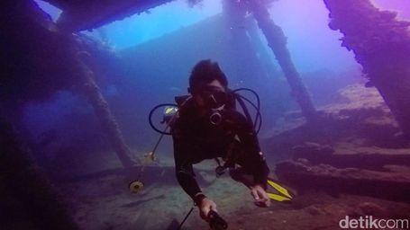 Menyelami USS Liberty, Bekas Kapal Perang Amerika di Laut Bali