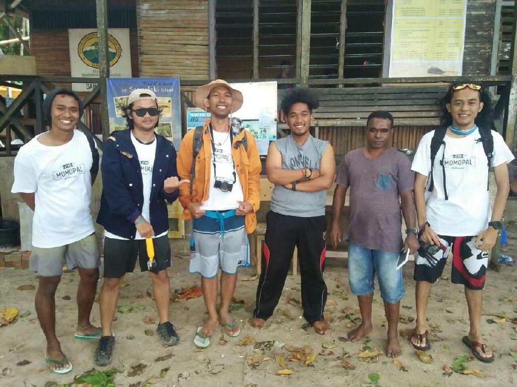 Harapan dtraveler 2016 Saat Bermain Bareng Tukik di Pulau Sangalaki