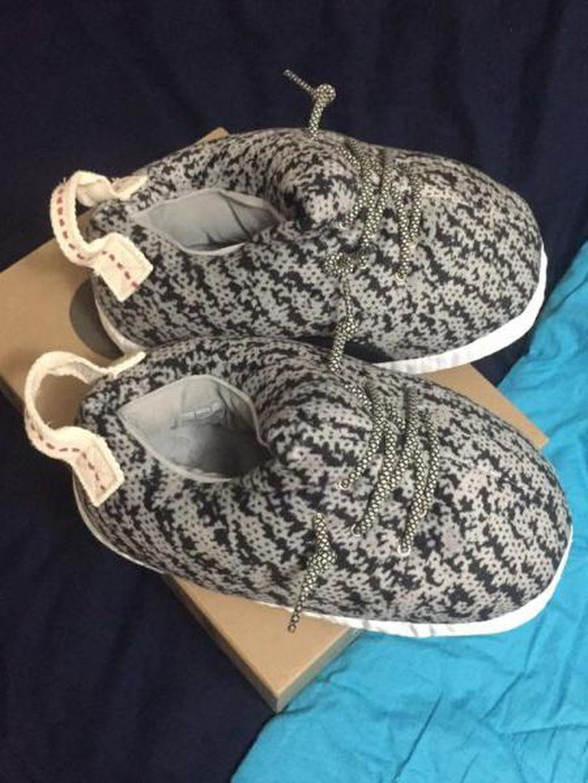 Keluar Rp 10 Juta Beli Sneakers Yeezy, yang Datang Malah Sandal Tidur