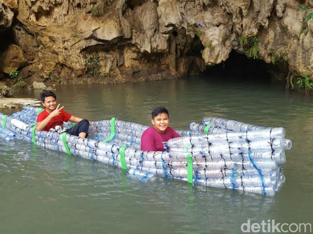Cara Kreatif Atasi Sampah di Gua Pindul: Dibikin Jadi Perahu!