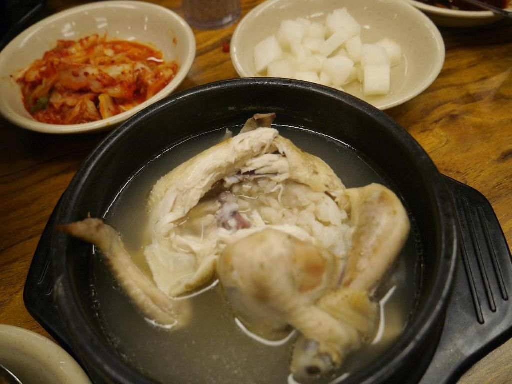 Ada Kejutan di Dalam Sup Ayam Ginseng Korea