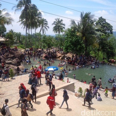 Inilah Taman Batu Yang Tengah Populer Di Purwakarta