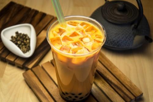 Thai Tea Segar Beraroma yang Dibuat dengan Campuran Rempah dan Susu