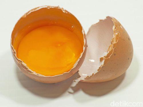 Terdapat Seperti Bercak Darah di Kuning Telur, Bahayakah?