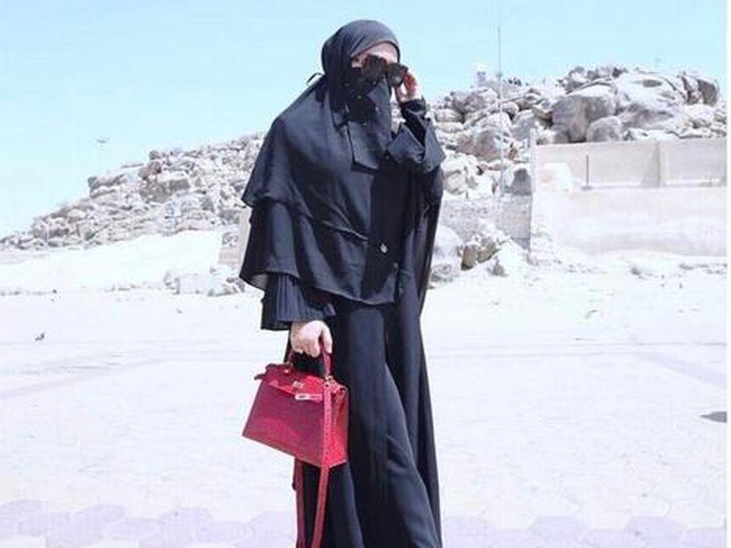 Foto: Umrah, Syahrini Cantik Berhijab dan Bercadar