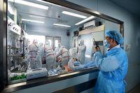 Virus H7N9 sendiri merupakan virus yang sulit menular dari manusia ke manusia. Hal ini membuat otoritas China masih memprioritaskan penghentian perdagangan unggas dan pemusnahan unggas yang tergolong berisiko terinfeksi flu burung. (Foto: STR/AFP/Getty Images)