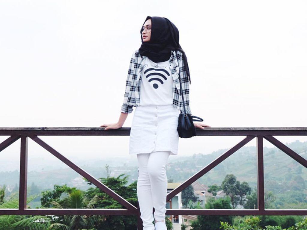 Foto: Agar Tak Dikritik Seperti Syahrini, Ini Padu Padan Rok Mini & Hijab