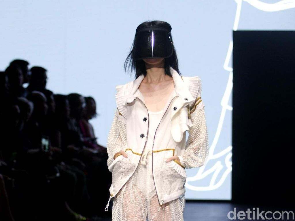 Foto: Koleksi Rama Dauhan di Plaza Indonesia Fashion Week 2017