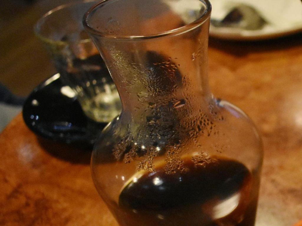 Bagi Anda yang suka dengan kopi hitam, Anda bisa memilih single origin Toraja. Kopi ini sangat cocok untuk Anda yang tidak suka dengan rasa kopi strong. Dengan karakteristik chocolaty dan citrus tentu rasanya cocok jadi teman bersantai.