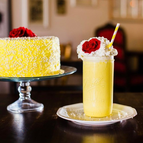 Cantiknya, Cake Vanilla dan Milkshake Bertema Beauty and the Beast