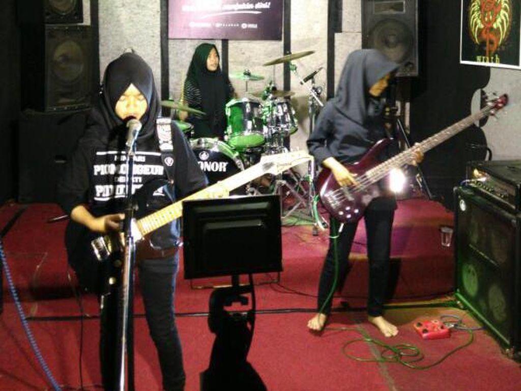Suka-duka Band Metal Berhijab Garut: Ditolak Tampil Hingga Dapat Cibiran