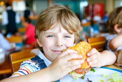 Saking Ingin Burger, Bocah 8 Tahun Nekat Bawa Mobil Ayahnya ke McDonalds
