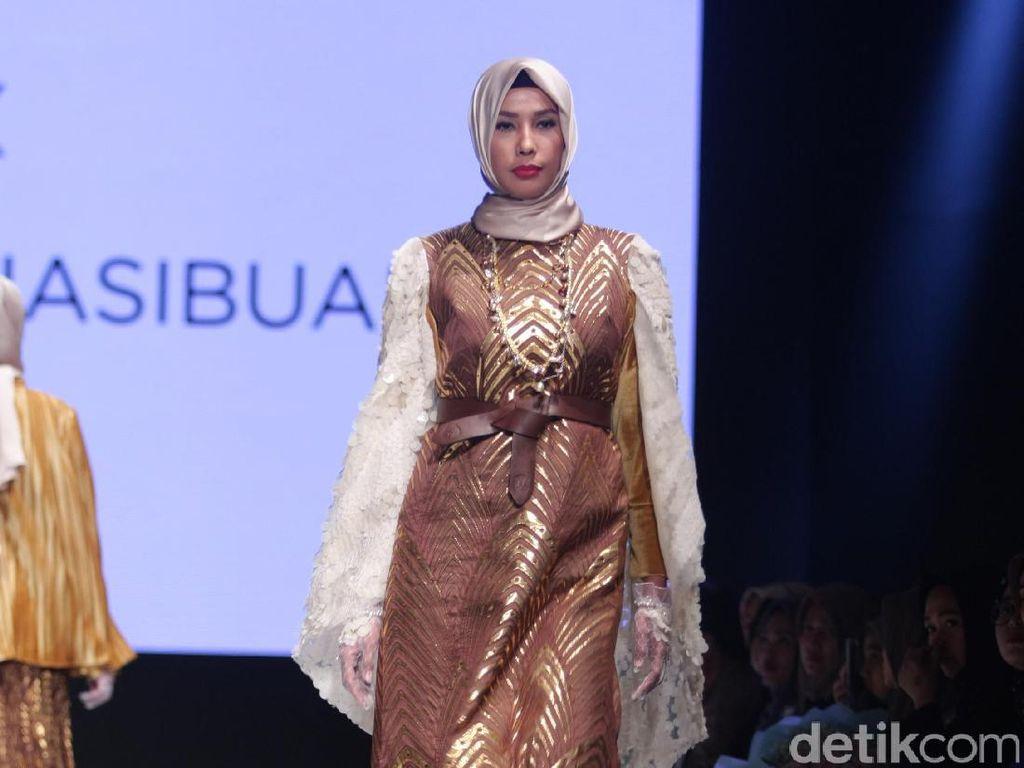 Foto: Koleksi Anniesa Hasibuan di Muslim Fashion Festival 2017