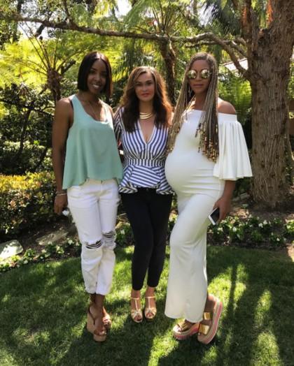 Gaya Kehamilan Beyonce yang Seksi Saat Paskah