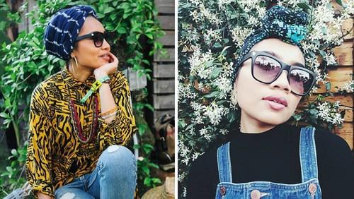 Foto: Gaya Hijab Penyanyi Yuna di Coachella, Pakai Batik Hingga Jeans