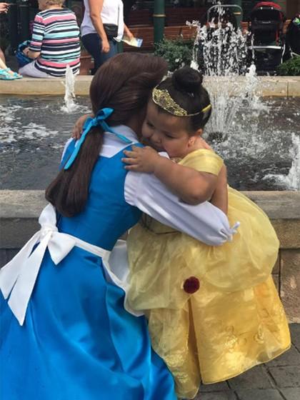 Ada Kisah Haru dari Gadis Cilik yang Menangis Saat Bertemu Putri Belle