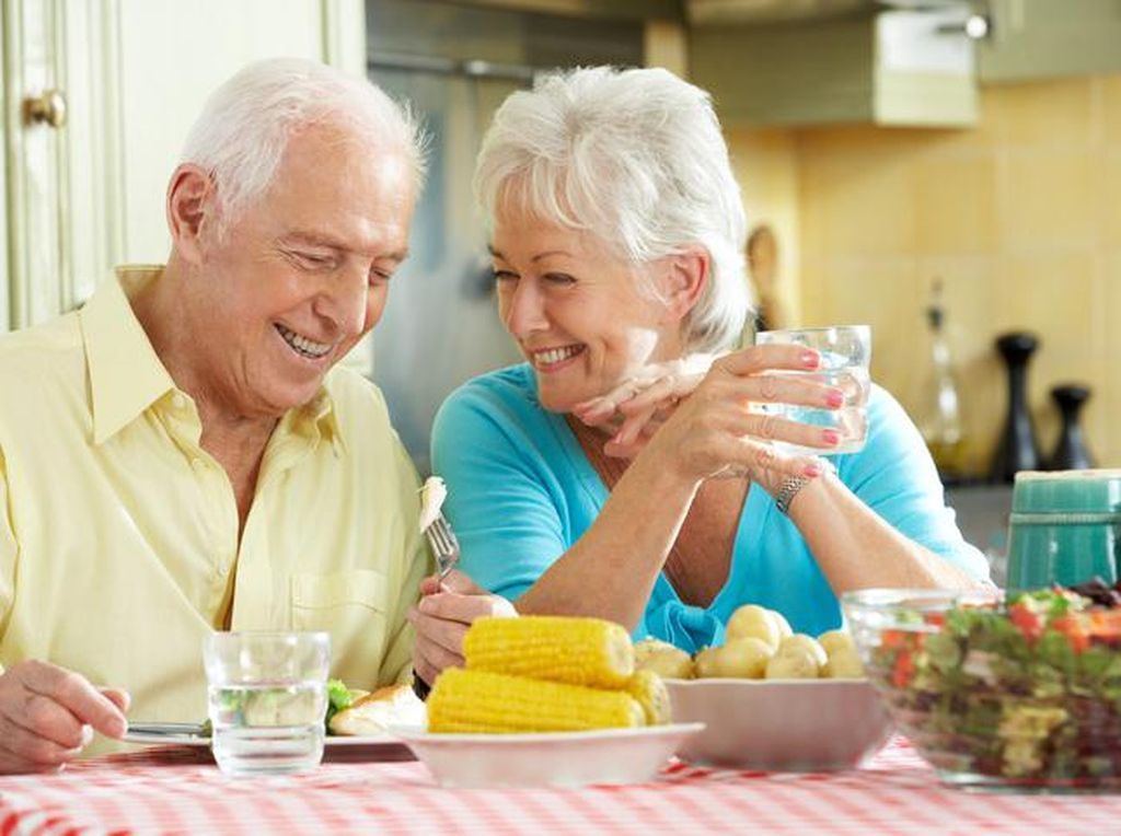 Kalau Mau Panjang Umur, Tiru 10 Pola Makan Orang Berusia 100 Tahun Ini (2)